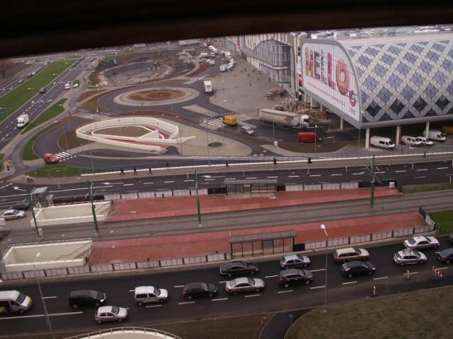 Budowa w liczbach:  -2 lata i 3 miesiące trwała budowa PCC, -6 tys. osób pracowało na budowie, -70 firm wykonawczych