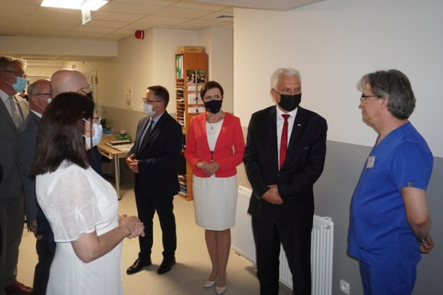 Podczas wizyty w żorskim szpitalu, wiceminister zdrowia przyjrzał się nowemu oddziałowi intensywnej terapii.