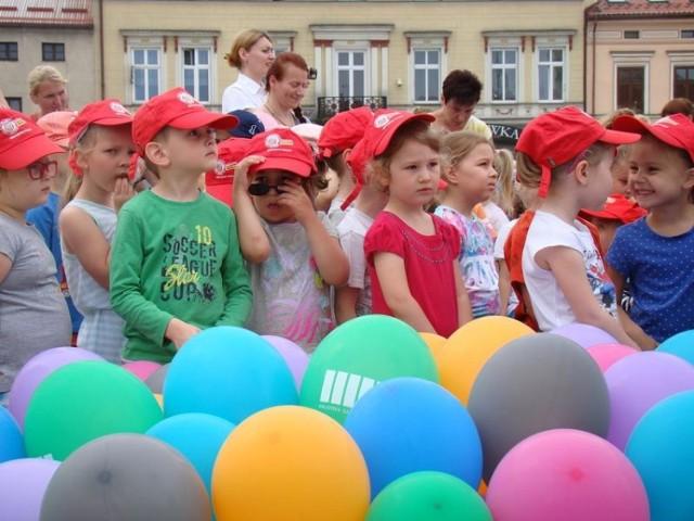 Cała Polska czyta dzieciom na Rynku w Oświęcimiu
