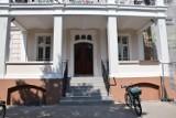 Remont budynku starostwa i UM Kościana. Wejście jest już gotowe [FOTO]