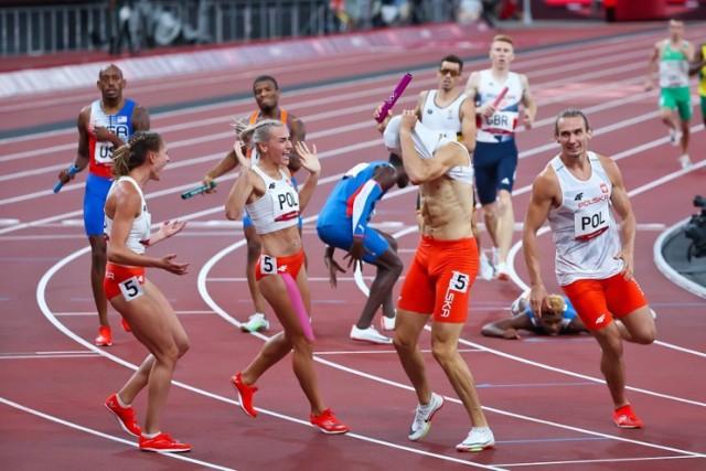 Polacy ze złotem na Igrzyskach Olimpijskich w Tokio. Medal wywalczyli w sztafecie 4 razy 400 metrów. Kim są śląscy biegacze? Przeczytaj.