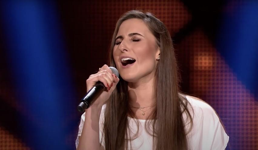 """Jest finalistką 9 edycji programu """"The Voice od Poland""""...."""