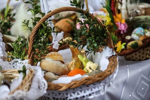 Święcenie pokarmów na zewnątrz kościoła – 10:00, 11:00, 12:00