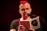 """Czytanie """"J.P. Śliwa"""". Piotr Rogucki ze swoim dramatem w Instytucie Teatralnym [ZDJĘCIA]"""