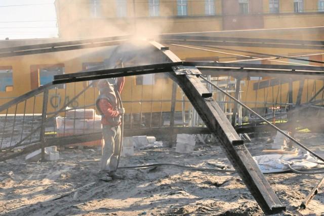 Jesienią ubiegłego roku zabytkowa parowozownia została rozebrana. Od tego czasu elementy obiektu są składowane na terenach zarządu dróg miejskich przy ul. Witebskiej