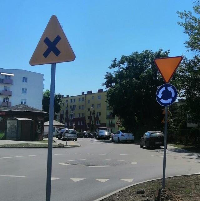 Znak równorzędności, który jest sprzeczny z ustąp pierwszeństwa na skrzyżowaniu, ma po naszej interwencji zostać usunięty
