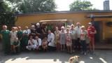 Bezdomni z Gniezna utworzyli własny stragan i przekazali budy dla schroniska dla zwierząt