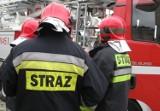 Racibórz: Strażacy usuwali plamę oleju i wodę z dachu