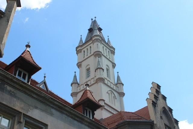 Pałacowa wieża w Nakle Śląskim została odnowiona. Zobacz zdjęcia >>>