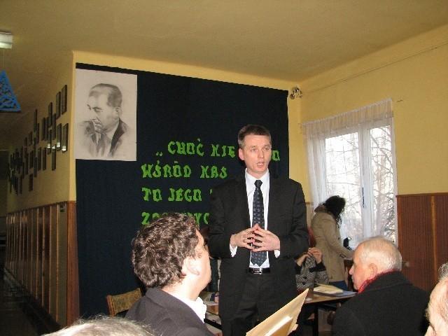 Burmistrz Włodzimierz Żak próbował już rok temu przekonywać do przekazania szkół na Ciszówce i Będuszu stowarzyszeniu - bezskutecznie