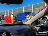 Damienice. Wypadek na autostradzie A4 w Damienicach. Zderzenie busa z dźwigiem. Jedna osoba ranna, lądował śmigłowiec LPR
