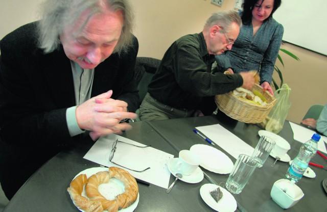 Nasi testerzy podczas ciężkiej pracy. Oceniali wygląd, zapach, smak i konsystencję krakowskiego obwarzanka