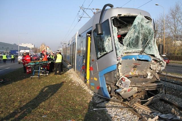 W zderzeniu tramwajów na Legnickiej ranne zostały 33 osoby.