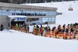 Białka Tatrzańska. Tysiące ludzi ruszyło na narciarskie stoki po poluzowaniu obostrzeń. Tłumy narciarzy na Podhalu