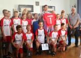 Młodzicy zespołu Calisia 14 Kalisz odebrali gratulacje od prezydenta miasta. ZDJĘCIA