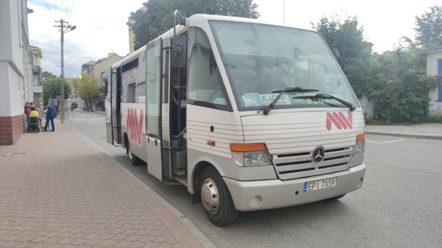 Zakażony COVID-19 w busie Sulejów - Piotrków. Sanepid apeluje do pasażerów
