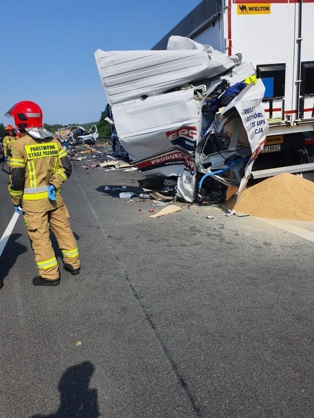 Wypadek na 358 km A4. Nie żyje jedna osoba.