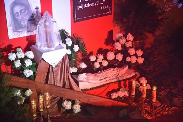 Grób Pański w sanktuarium Matki Bożej Wspomożenia Wiernych w Oświęcimiu przed rokiem był w kaplicy św. Jacka