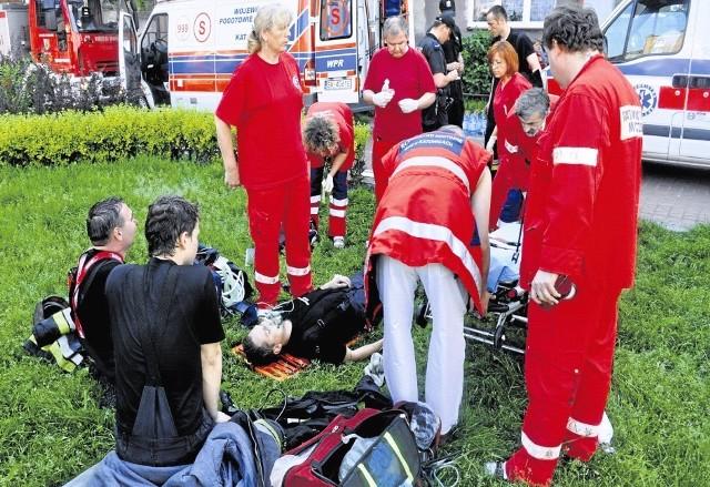 Na skutek pożaru dziewięć osób trafiło do szpitala.
