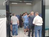 W jędrzejowskiej Galerii Sekunda otworzono punkt szczepień. Chętnych było co niemiara (ZDJĘCIA)