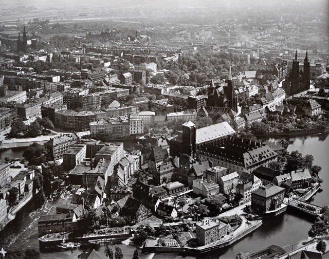 Wyspa Piasek, lata 1928-1936
