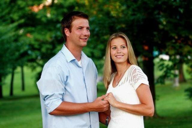 30-letni mężczyzna spotyka się z 22-letnią kobietą