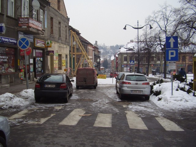 Tą ulicą (została wyłączona z ruchu po katastrofie budowlanej w kamienicy) mógłby prowadzić ciąg pieszy do bazyliki
