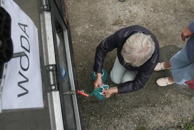 Nie wiadomo, jak długo mieszkańcy Grodziczna będą musieli korzystać z wody dostarczanej cysternami.