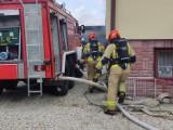 Czarne kłęby dymu nad Tarnowcem. Strażacy walczą z pożarem [ZDJĘCIA]