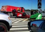 Gliwice: Wypadek na DTŚ. Taksówka dachowała na zjeździe na autostradę A1