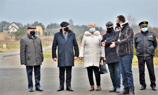 Władze Olkusza podczas odbioru monitoringu miejskiego