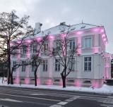 Podświetlony urząd miasta w Pruszczu na zdjęciach naszych Czytelników. Zobaczcie te kolory!