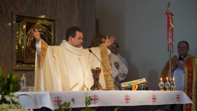 Msza Święta Prymicyjna Ojca Piotra Zycha w kościele pw. Niepokalanego Serca Maryi w Międzychodzie (2.05.2021).