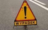 Wypadek w gminie Chynów koło Grójca. Samochód osobowy uderzył w słup