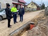 Gmina Cedry Wielkie. Trwa budowa sieci kanalizacyjnej w miejscowości Cedry Małe - Kolonia