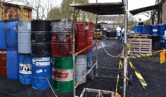 Niebezpieczne chemikalia składowane są wciąż na prywatnej działce w Jeleńcu w gminie Papowo Biskupie
