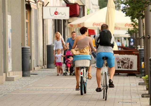 Teraz ci, którzy brawurowo lub notorycznie jeździć będą rowerami po chodnikach w Gdyni, mogą spodziewać się mandatu