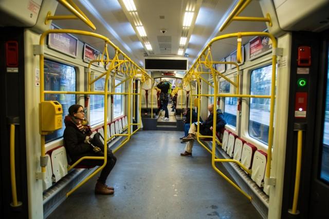 Klimatyzacja w autobusach i tramwajach w Warszawie nie działa? Jej po prostu nie ma