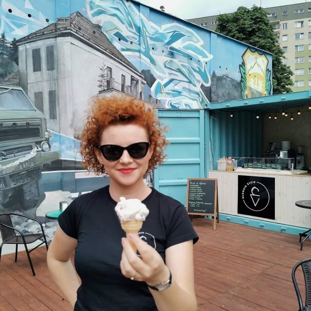 Marta Szymańska-Baran, właścicielka kawiarni Słodkie Życie zaprasza do nowego punktu przy ulicy Złotej.