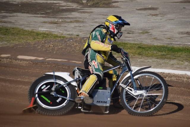 Żużel Gniezno. Motocykl elektryczny na zawodach amatorów