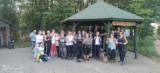 Gmina Blizanów. 30 uczestniczek przemierzyło z kijkami leśny odcinek w Korabiu ZDJĘCIA