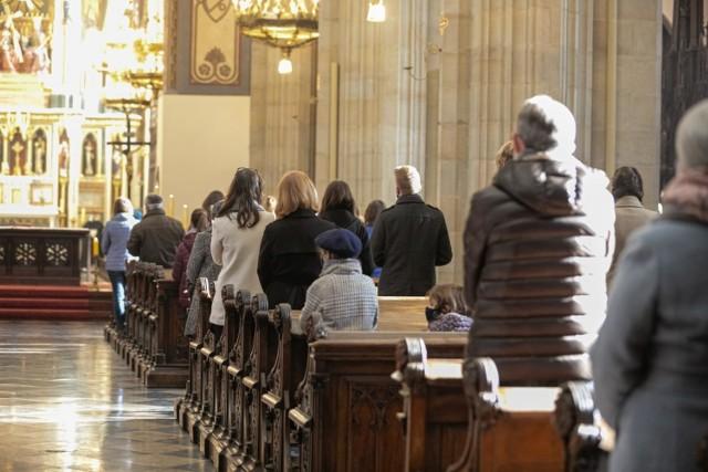 Wielu wiernych zastanawia się, czy w tym roku odbędzie się kolęda, czyli wizyta duszpasterska