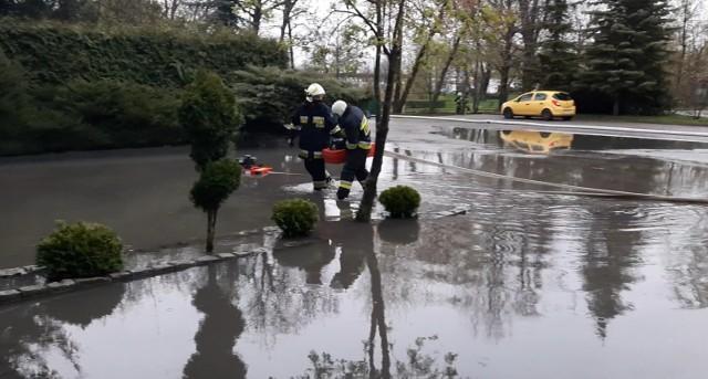 Tragicznie, po ostatnich ulewach, było zwłaszcza na ulicach Ułańska (park przy PKS-ie), 700-lecia w Żninie. Szerzej o akcjach strażaków w tekście