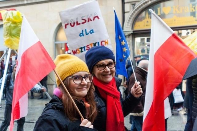 """Z zainteresowaniem i otwartością patrzymy na inicjatywę zarządu województwa, ale przede wszystkim mówimy """"sprawdzam"""" - mówi Magda Dropek z Fundacji Równość.org.pl."""