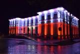 W Dzień Flagi urząd miasta w Pruszczu mienił się biało-czerwonymi barwami. Zobaczcie zdjęcia!