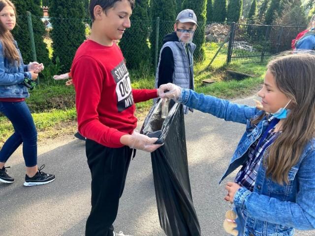 Sprzątanie świata 2020 w wykonaniu uczniów SP w Gaszynie
