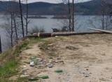 Zostawili syf nad Jeziorem Mucharskim. Ponad pół tysiąca worków pełnych śmieci [ZDJĘCIA] [WIDEO]