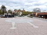 Malbork. Fontanna miejska wkrótce ruszy. Na placu Kazimierza Jagiellończyka znów pojawią się tłumy. Czy powrócą także stare problemy?