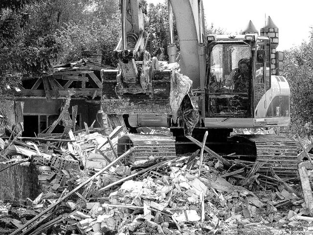 W Pucku w Małpim Gaju wyburzono tzw. leżący wieżowiec