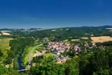 Zamek Wleń, jedna z ukrytych perełek Dolnego Śląska. Widoki z wieży są bajkowe! Zobaczcie, jak tam pięknie [ZDJĘCIA, JAK DOJECHAĆ, CENNIK]